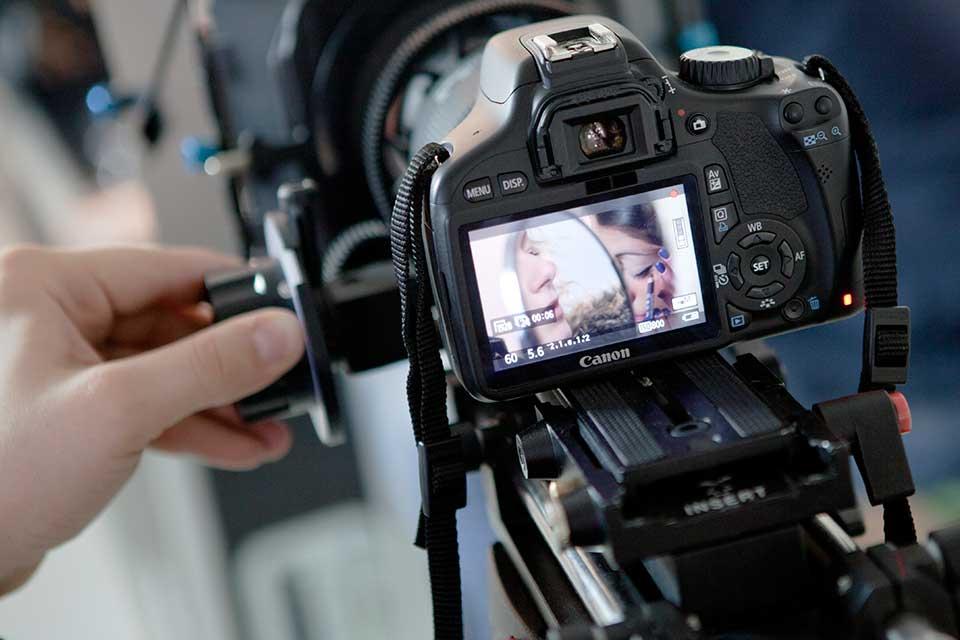 Facebook diritti foto: chi acquisisce i diritti delle immagini fotografiche?