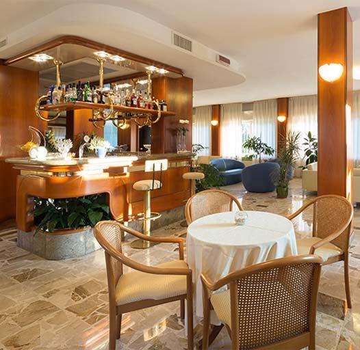 creiamo ambientazioni di luce e set fotografici per il tuo albergo o ristorante